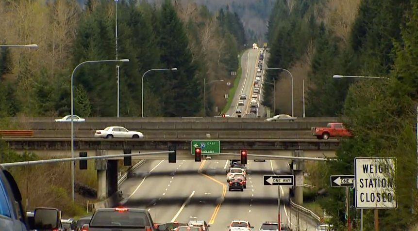 This is a picture of the I-90/SR 18 interchange heading downhill on Snoqualmie Parkway.