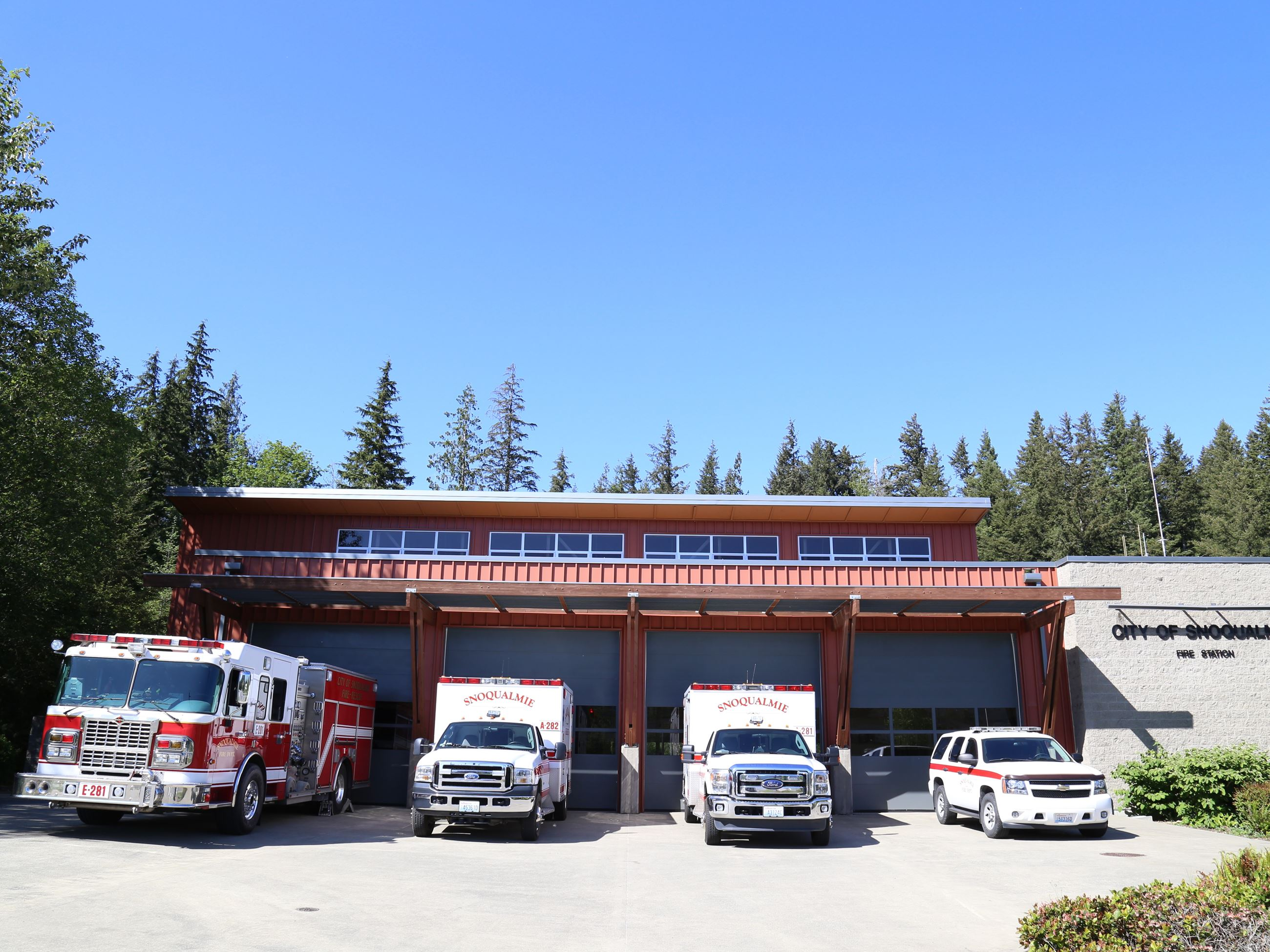 This is a picture of the Snoqualmie Fire Station vehicles.
